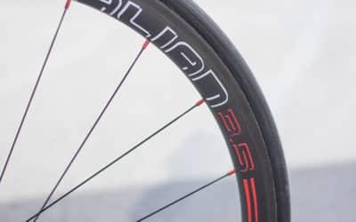 Alian Carbone 35 mm boyaux – La roue montée main poussée à son maximum