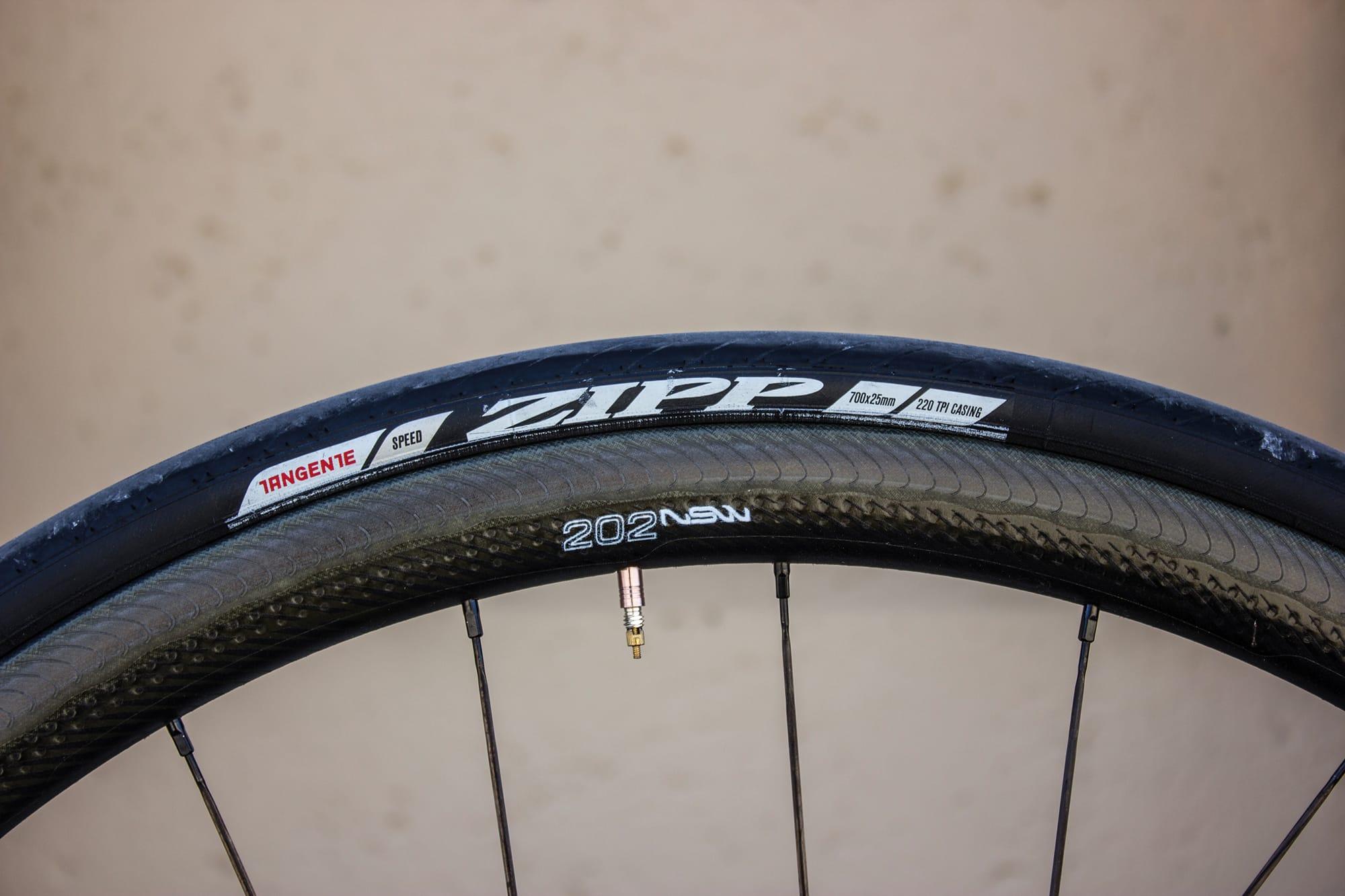 Zipp 202 NSW Carbon Clincher – La roue de montagne aéro !