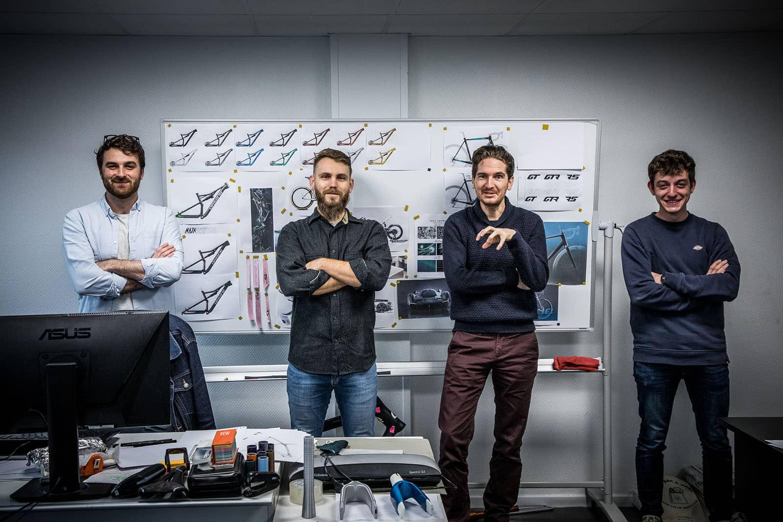 L'équipe de design, tous les dessins et les graphismes de la marque sortent de ce bureau.