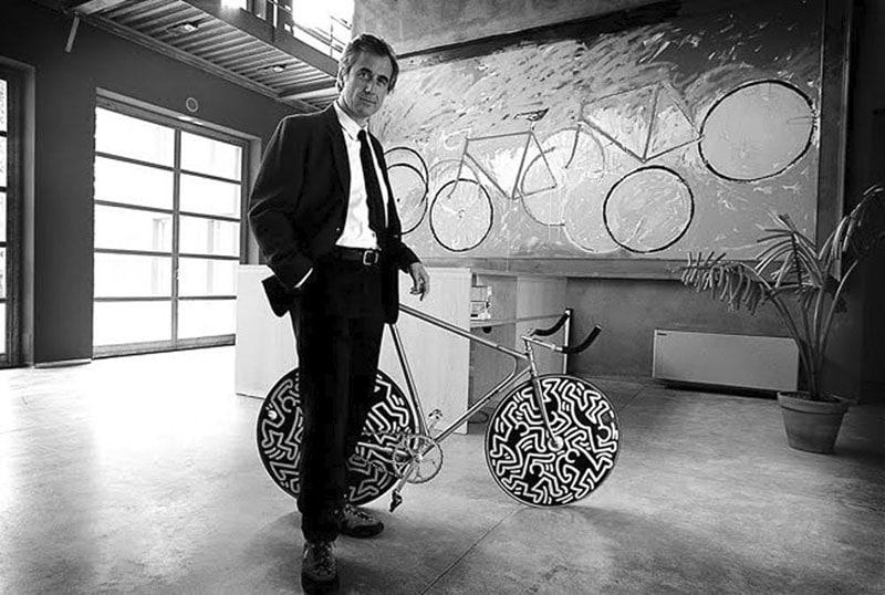Le Laser de Cinelli a fait date dans l'histoire du cyclisme et de l'art. Ici avec Antonio Colombo.
